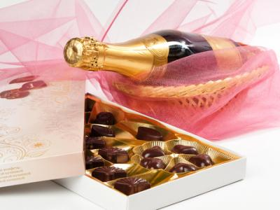 JUST FOR YOU! A FREE BOTTLE of CHAMPAGNE & CHOCOLATES - gift-wrapped worth £30 for the first 20 com
